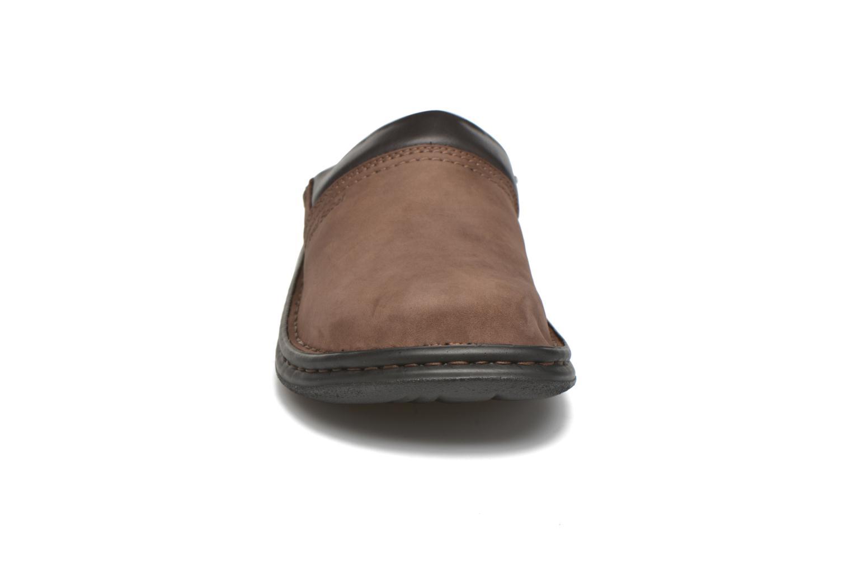 Chaussons Josef Seibel Max Marron vue portées chaussures