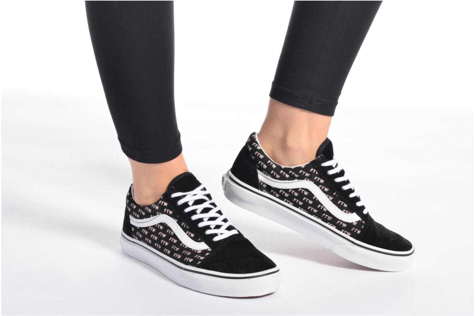 Trainers Vans Old Skool W White view from underneath / model view