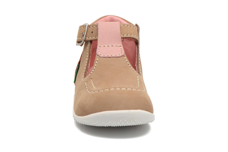 Bottines d'été Kickers Bonbek Beige vue portées chaussures