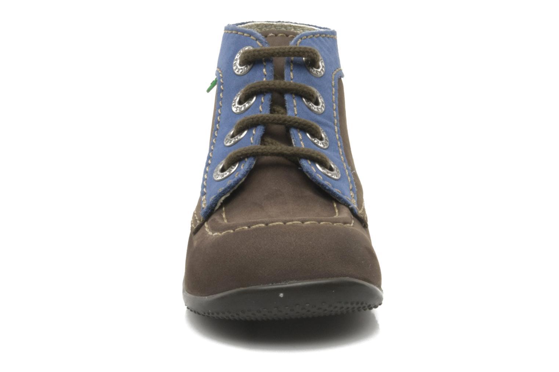 Boots Kickers Bonbon Brun bild av skorna på