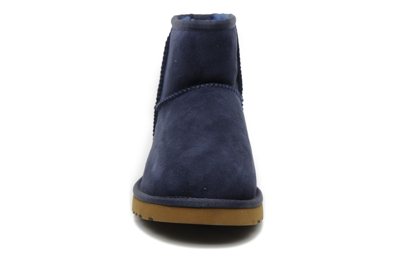 Bottines et boots UGG Classic Mini Bleu vue portées chaussures