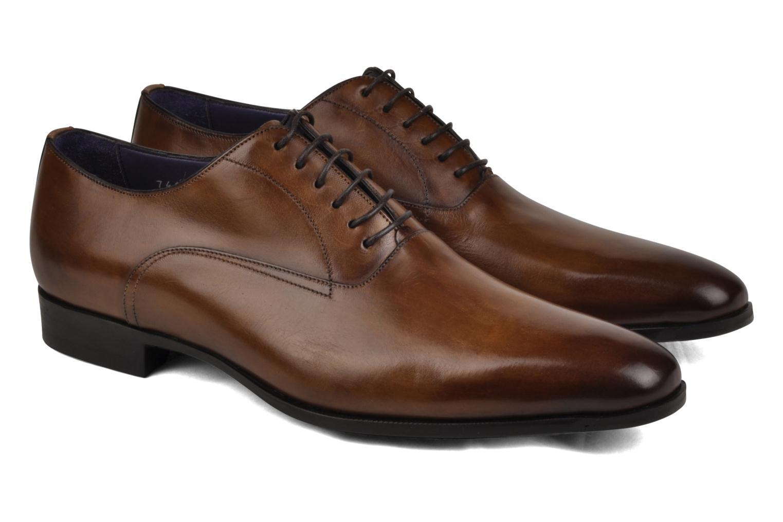 Chaussures à lacets Santoni William 7413 Marron vue bas / vue portée sac