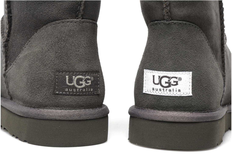 Bottines et boots UGG Classic Short Gris vue 3/4