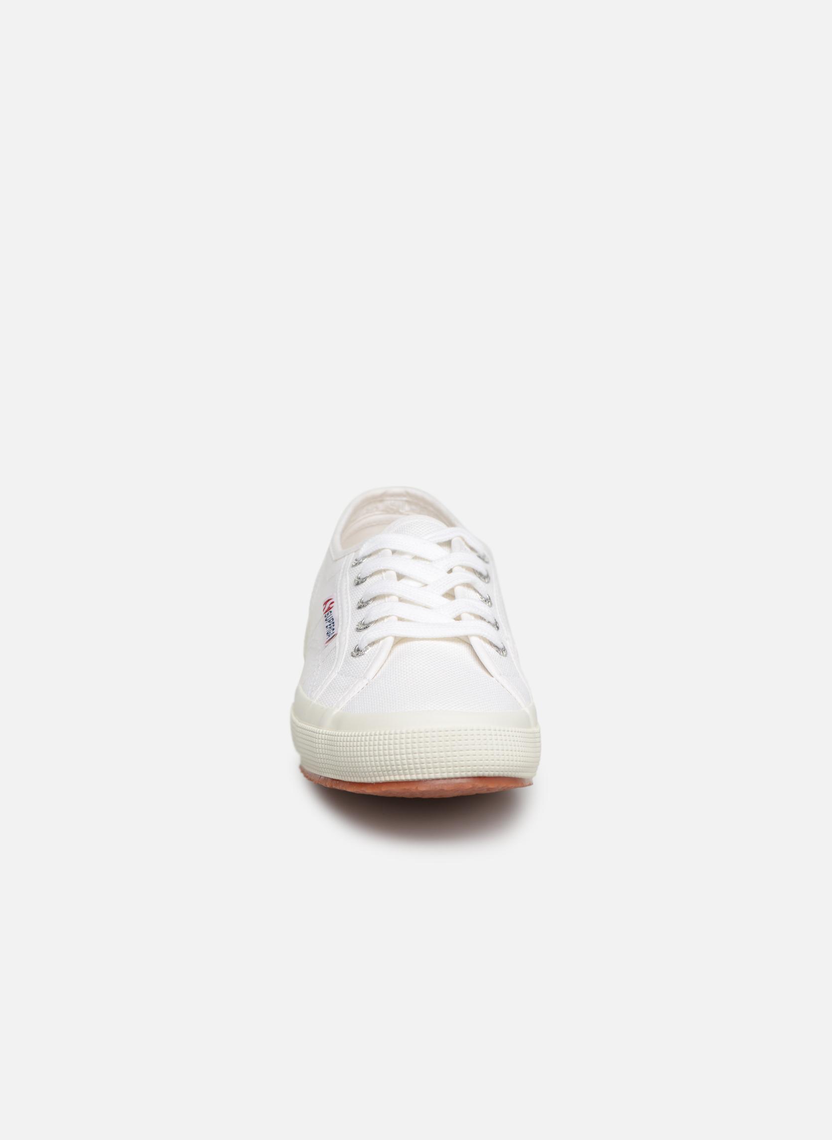 Sneakers Superga 2750 Cotu W Bianco modello indossato