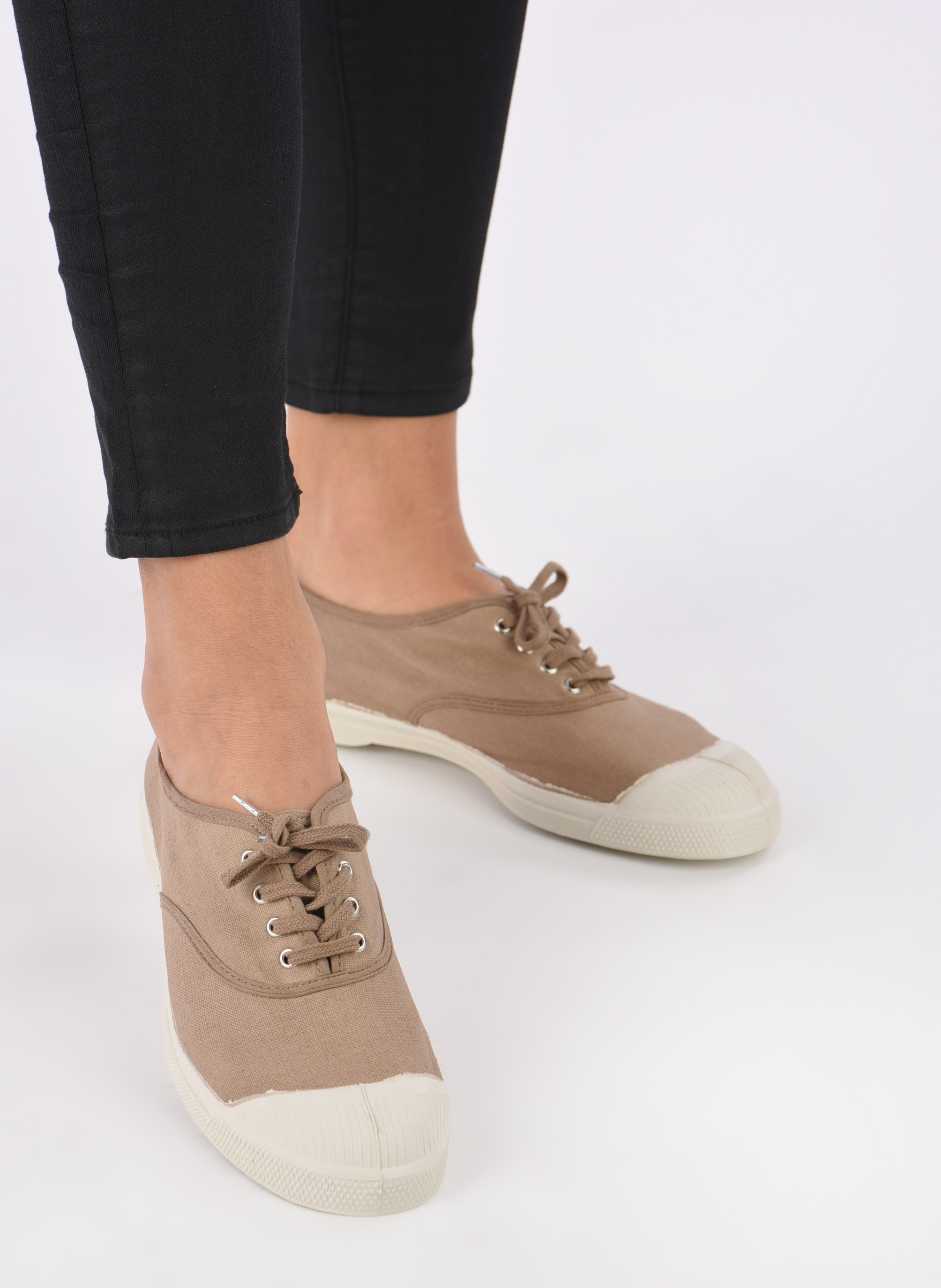 Trainers Bensimon Tennis Lacets Beige view from underneath / model view