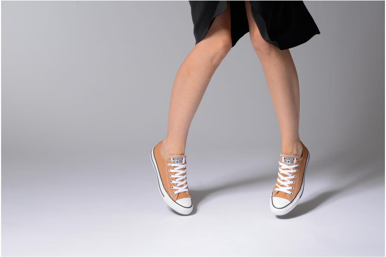 Sneaker Converse Chuck Taylor All Star Ox W orange ansicht von unten / tasche getragen