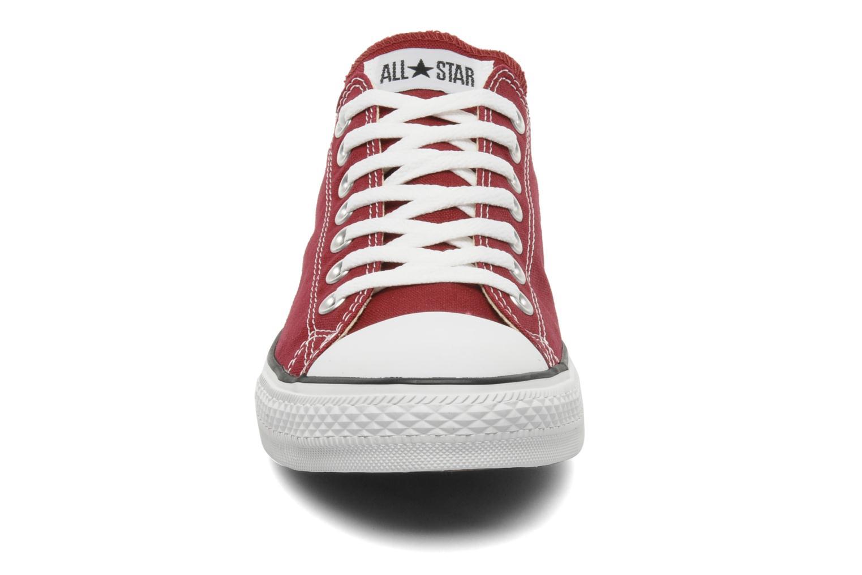 Sneaker Converse Chuck Taylor All Star Ox M weinrot schuhe getragen