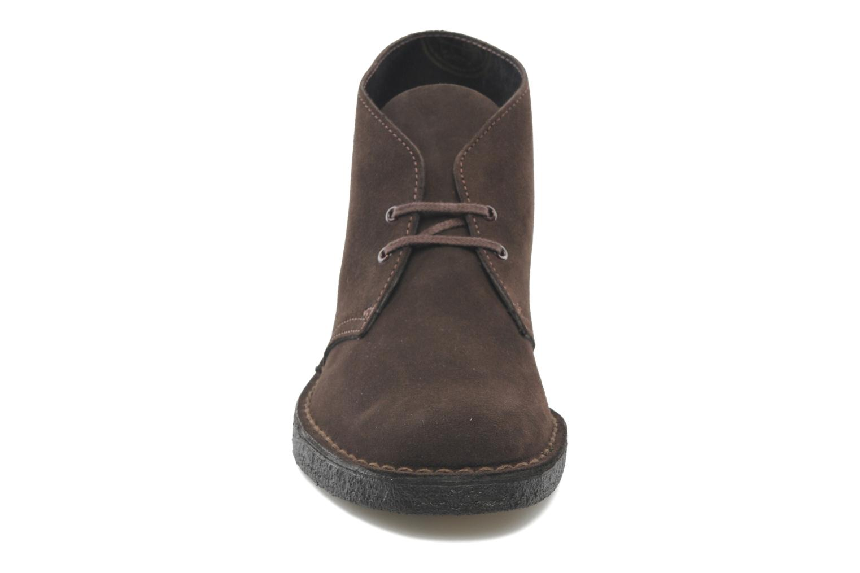 Schnürschuhe Clarks Desert Boot M braun schuhe getragen