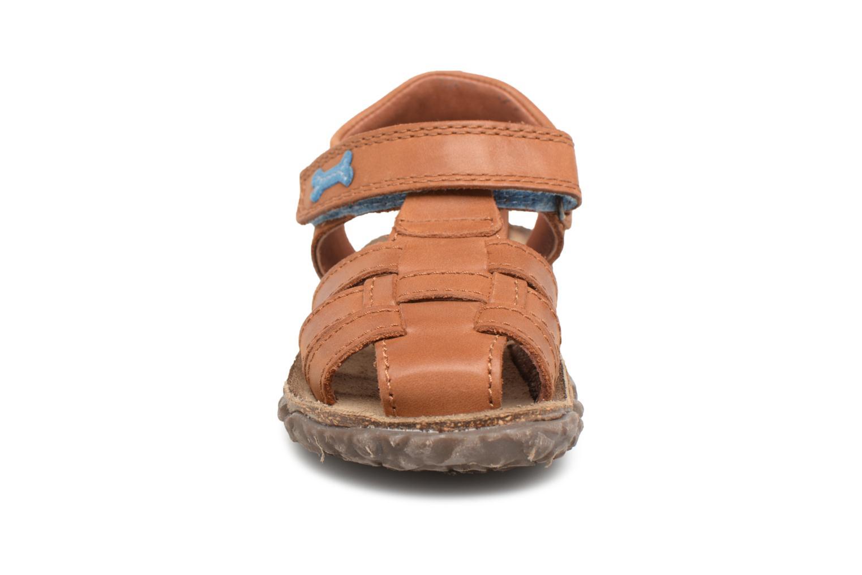 Sandales et nu-pieds Stones and Bones Raxi Marron vue portées chaussures