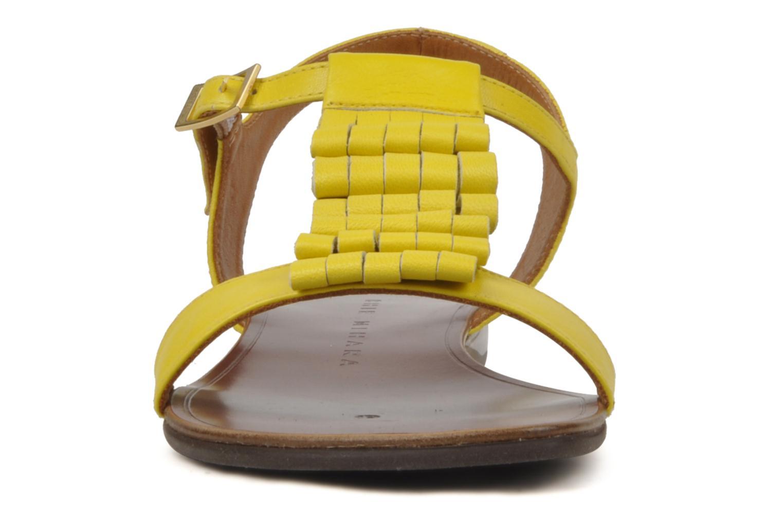 Sandales et nu-pieds Chie Mihara Marieta Jaune vue portées chaussures