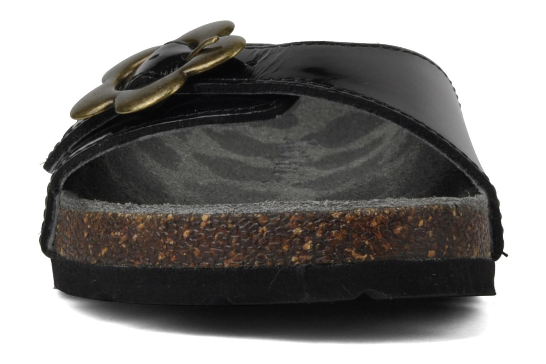 Sandales et nu-pieds Kickers Magma Noir vue portées chaussures