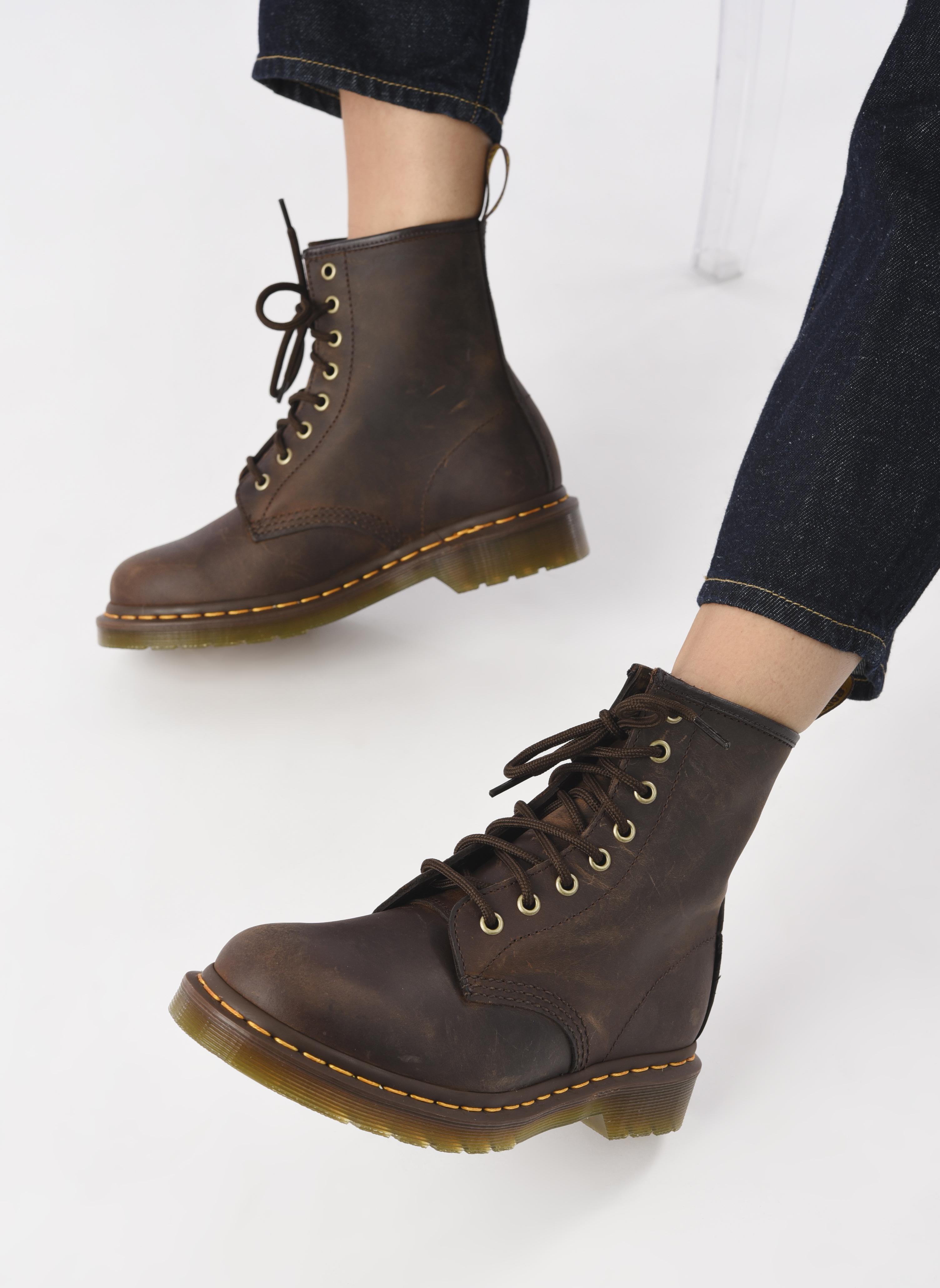 Bottines et boots Dr. Martens 1460 W Marron vue bas / vue portée sac