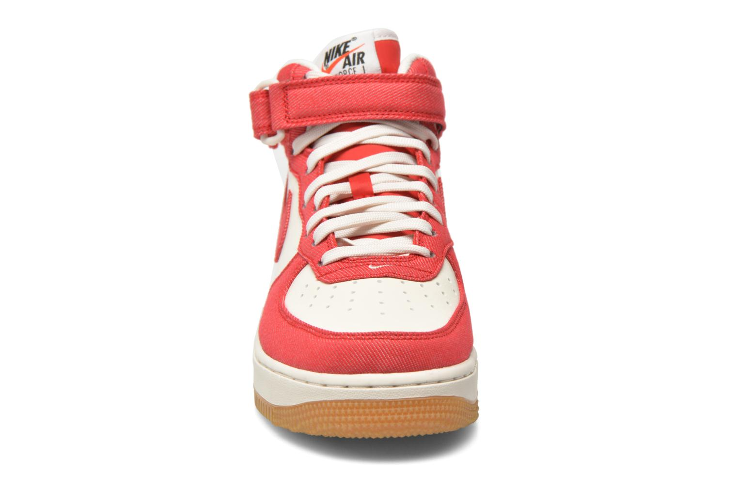 Baskets Nike Air Force 1 Mid Rouge vue portées chaussures