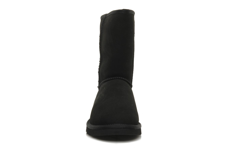 Boots UGG Classic Short M Svart bild av skorna på