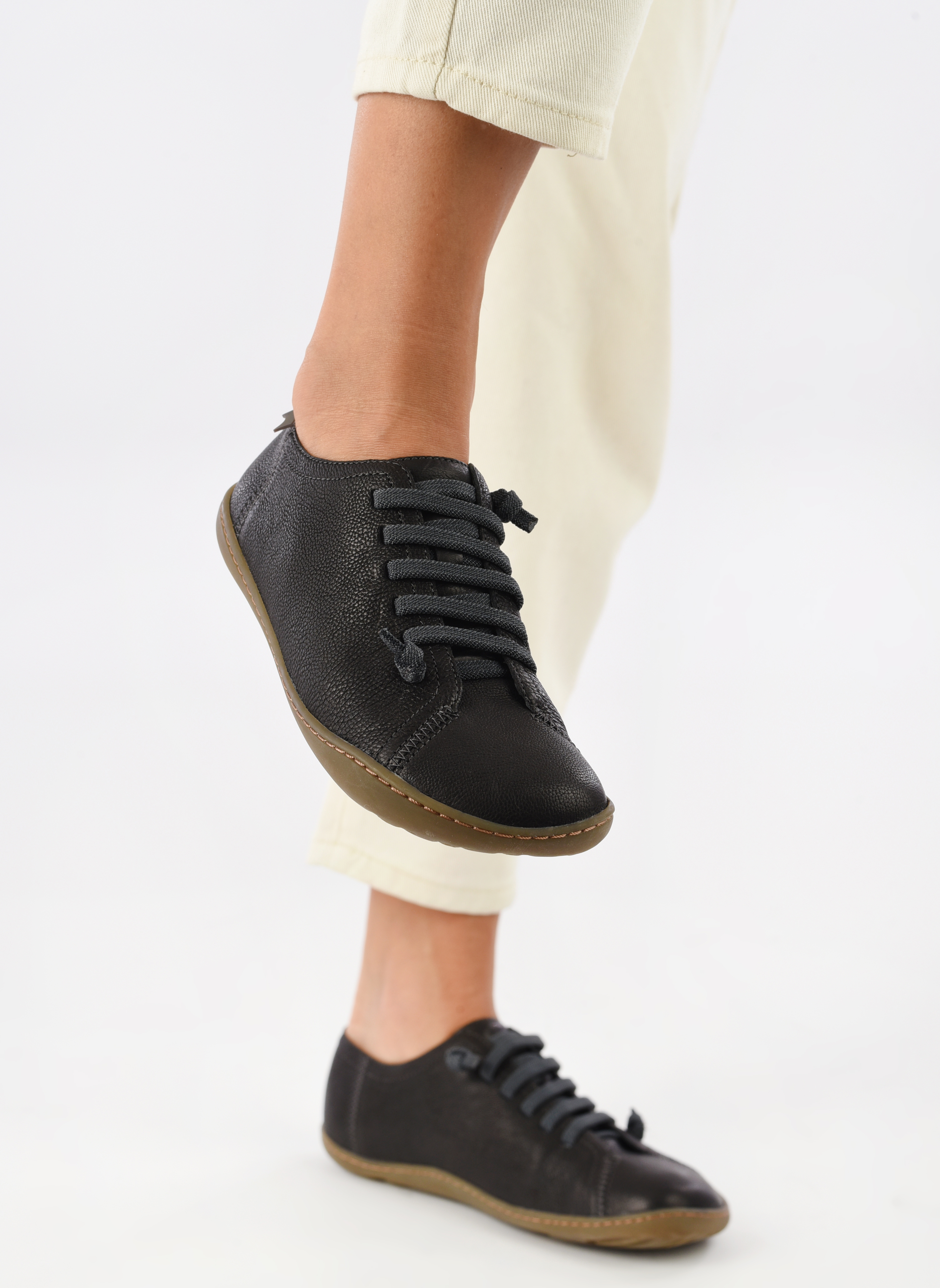 Trainers Camper Peu Cami 20848 Black view from underneath / model view
