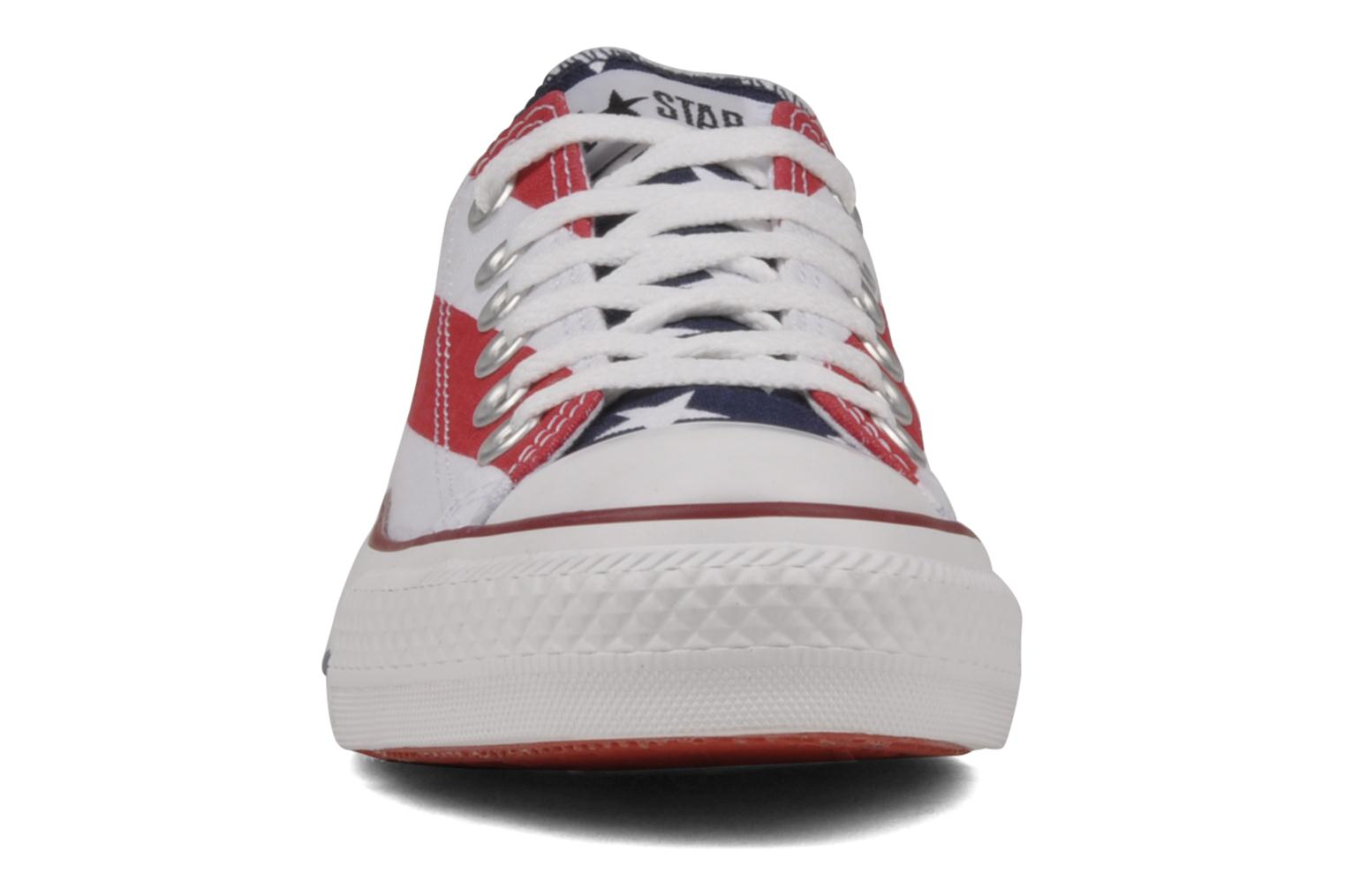 Sneakers Converse Chuck Taylor All Star Stars & Bars ox w Bianco modello indossato
