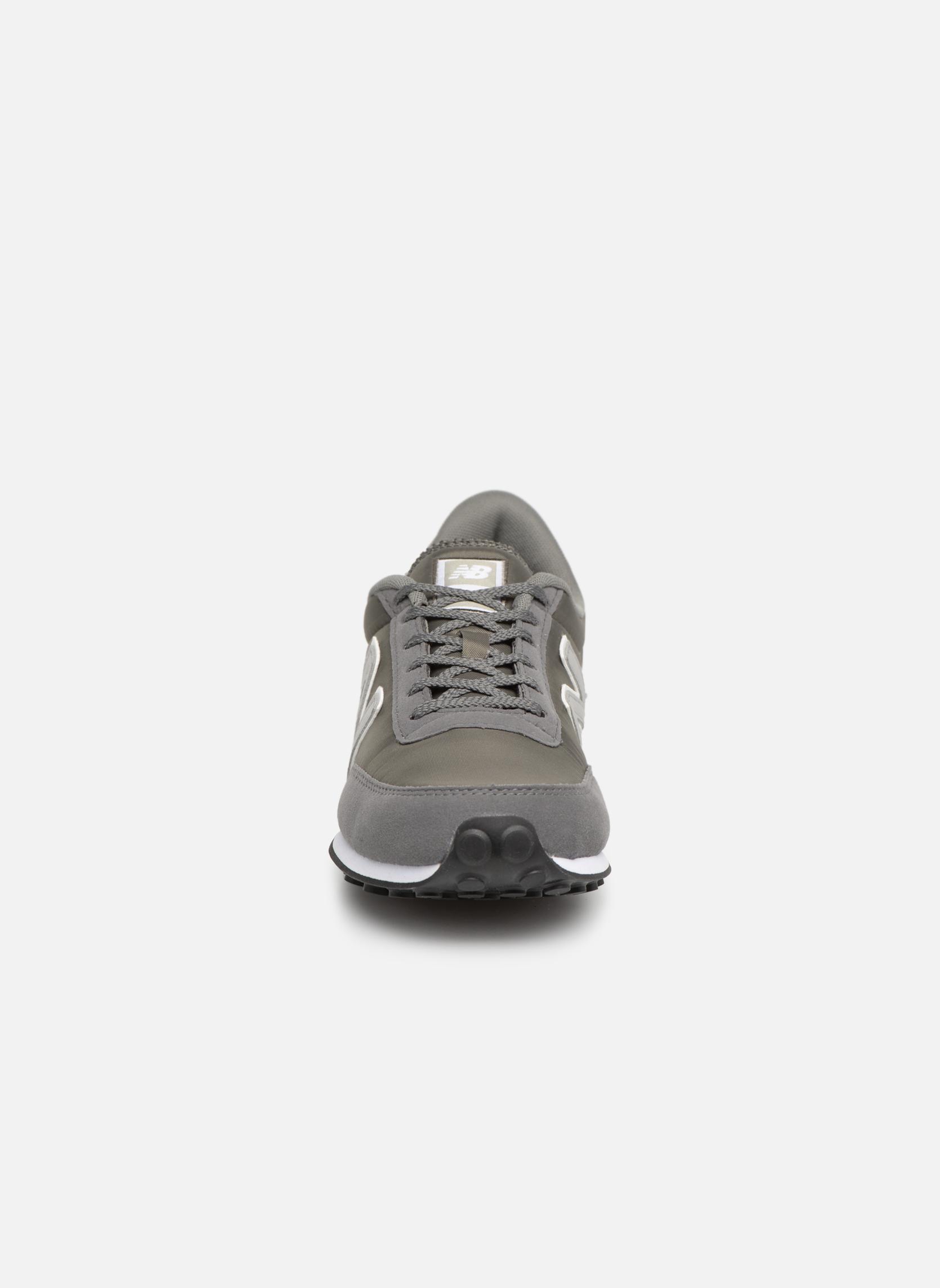 Sneaker New Balance U410 grau schuhe getragen