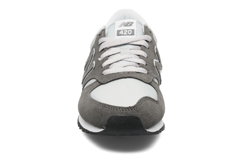 Baskets New Balance U420 Gris vue portées chaussures
