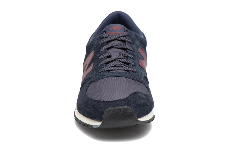 Baskets New Balance U420 Noir vue portées chaussures