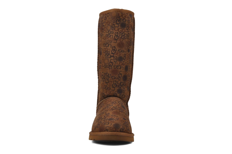 Bottines et boots UGG Classic Tall Logo W Marron vue portées chaussures