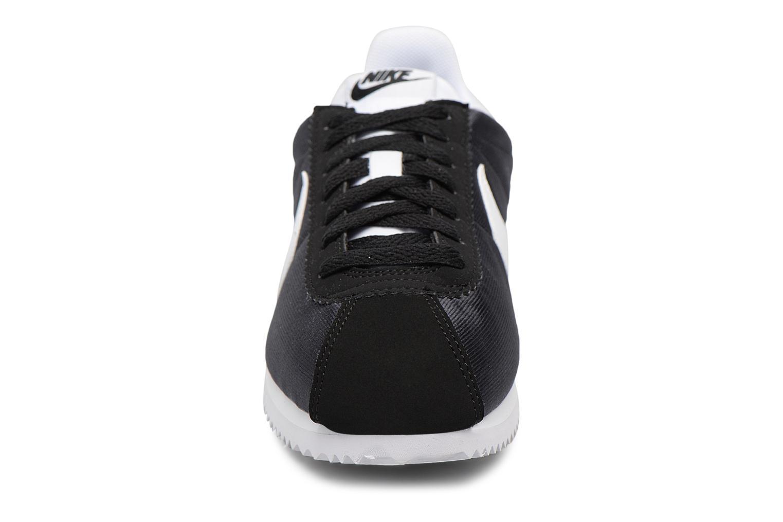 Baskets Nike Wmns Classic Cortez Nylon Noir vue portées chaussures