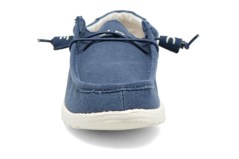 Baskets DUDE Wally Bleu vue portées chaussures