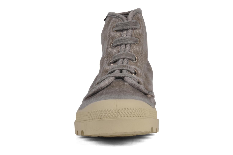 Sneakers Palladium Pampa high vnt 14466 Grigio modello indossato