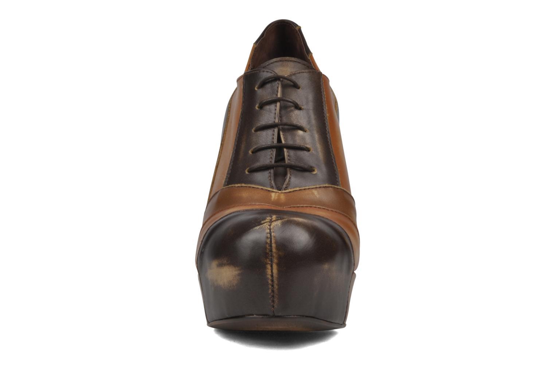 Chaussures à lacets Jeffrey Campbell Alexia Marron vue portées chaussures