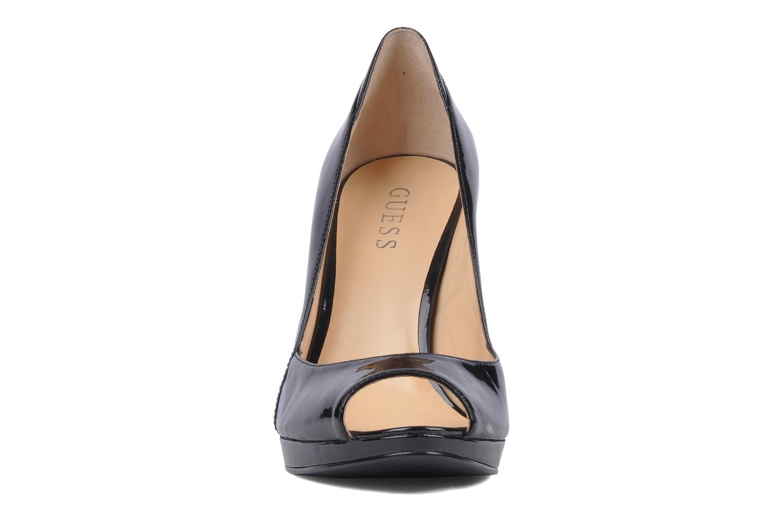 Zapatos de tacón Guess Fine Negro vista del modelo