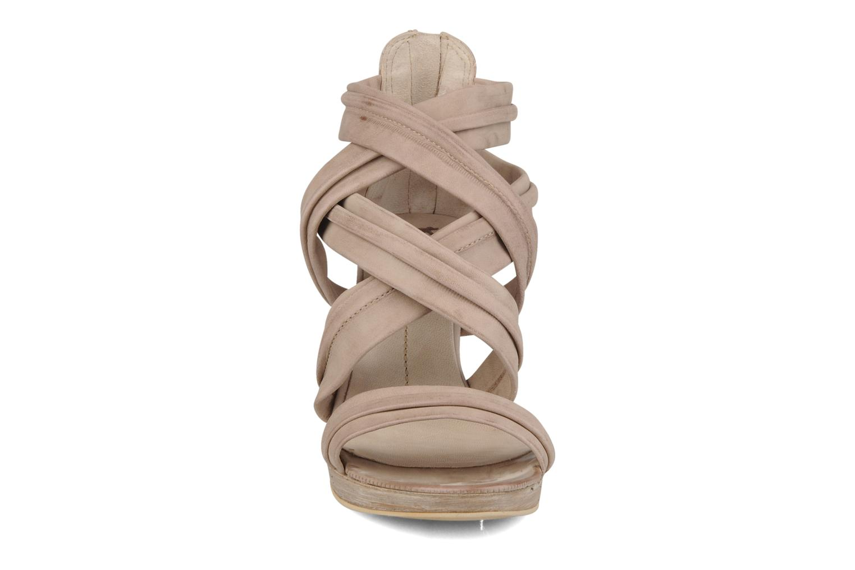 Sandalen Khrio Flana beige schuhe getragen