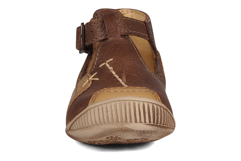 Bottines d'été GBB Logan Marron vue portées chaussures