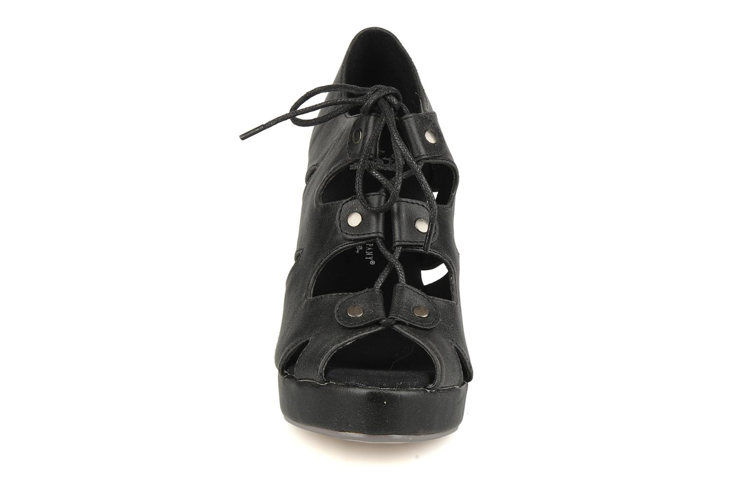 Sandals Friis & company Vinifred Black model view