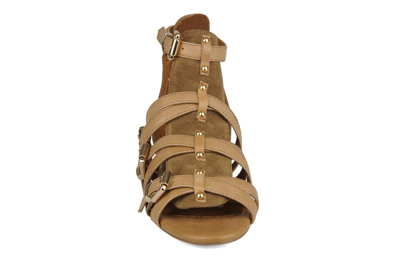 Sandaler Friis & company Varinka Brun se skoene på