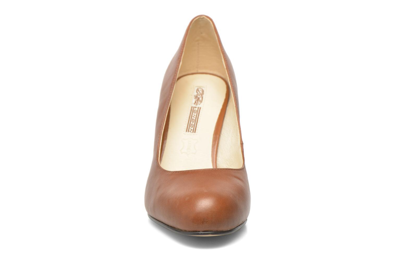 High heels Buffalo Klist Brown model view