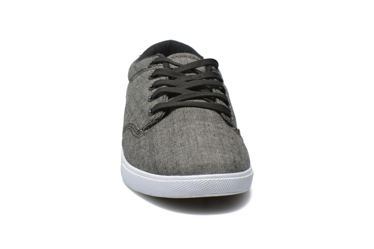Zapatillas de deporte Globe Lighthouse slim Gris vista del modelo