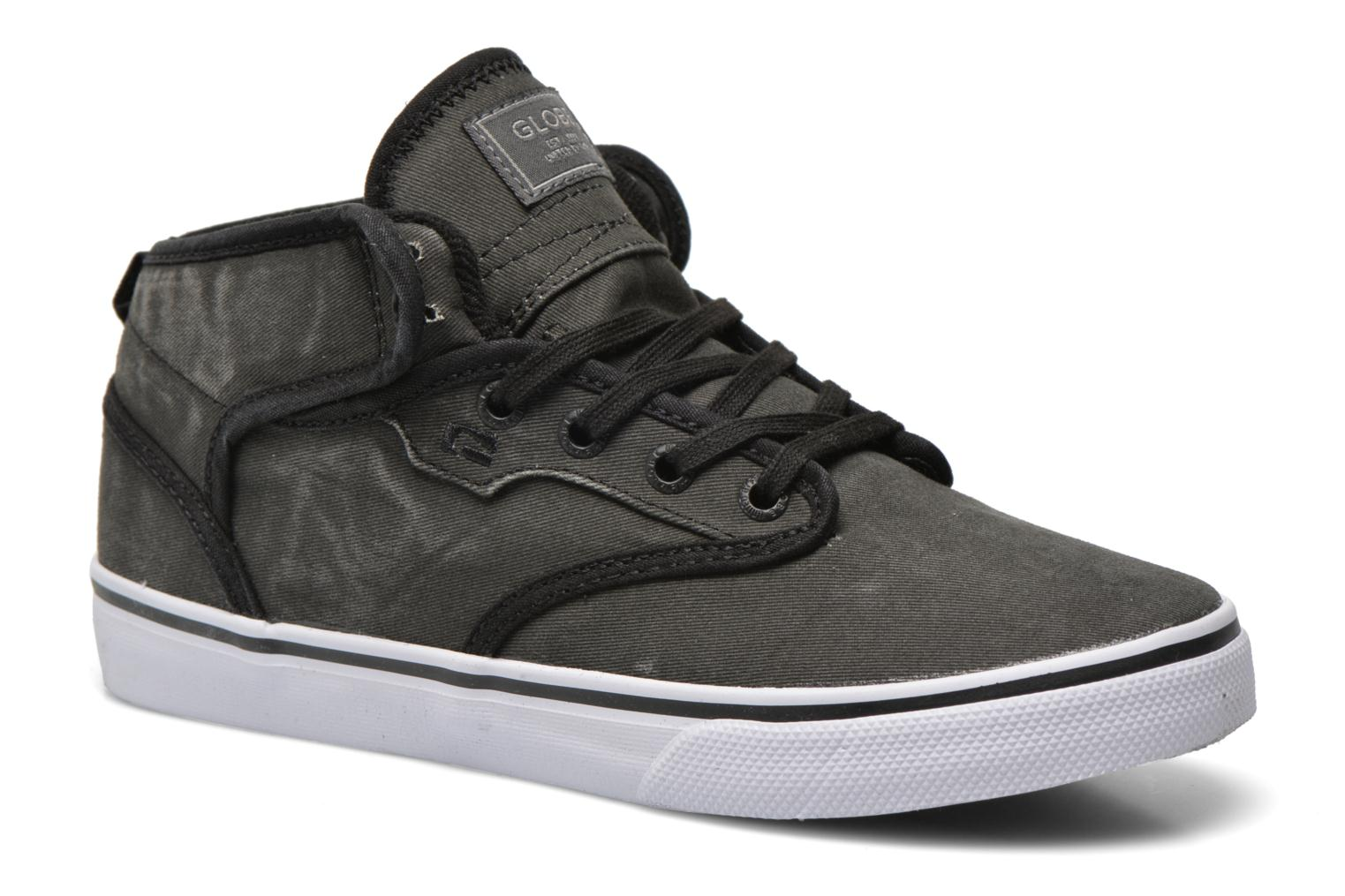 Sport shoes Globe Motley mid Grey detailed view/ Pair view