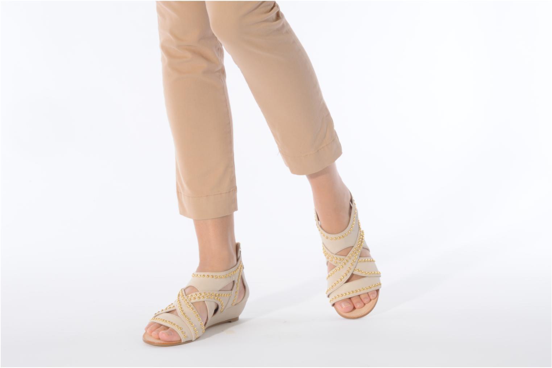Sandales et nu-pieds Carvela Kurly Beige vue bas / vue portée sac
