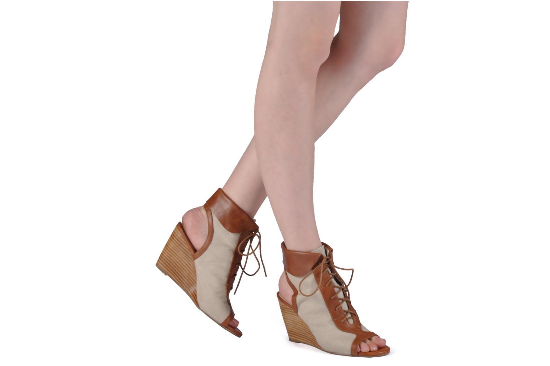 Bottines et boots Georgia Rose Calisto Beige vue bas / vue portée sac