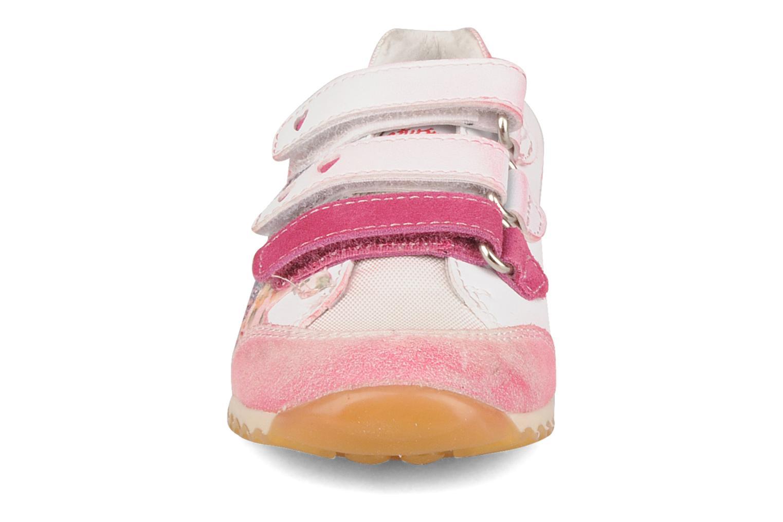 Sneakers Naturino Meiji Rosa modello indossato