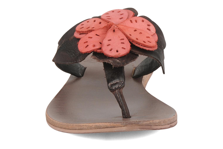 Tongs Kickers Boa Marron vue portées chaussures
