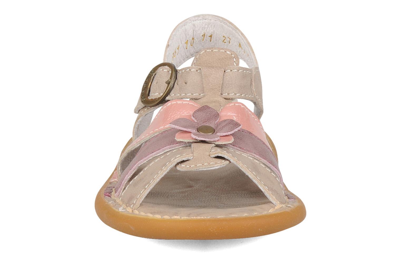 Sandales et nu-pieds Kickers Milki Beige vue portées chaussures