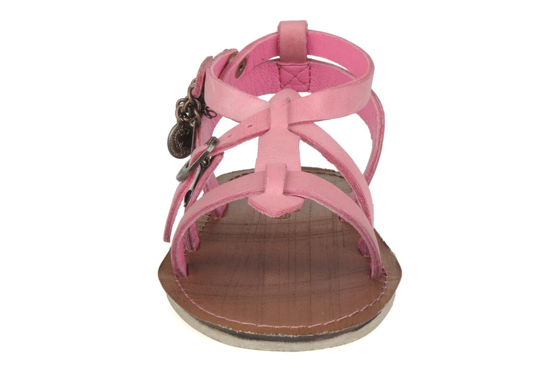 Sandales et nu-pieds Kickers Lioumi Rose vue portées chaussures