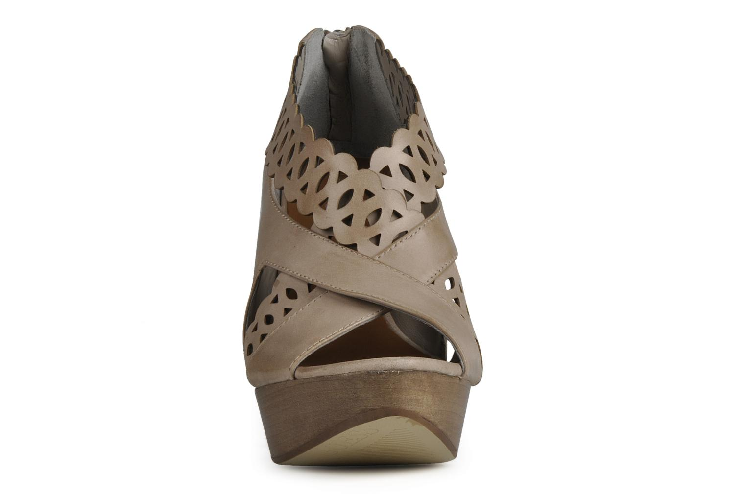 Sandals Guess Ost Beige model view