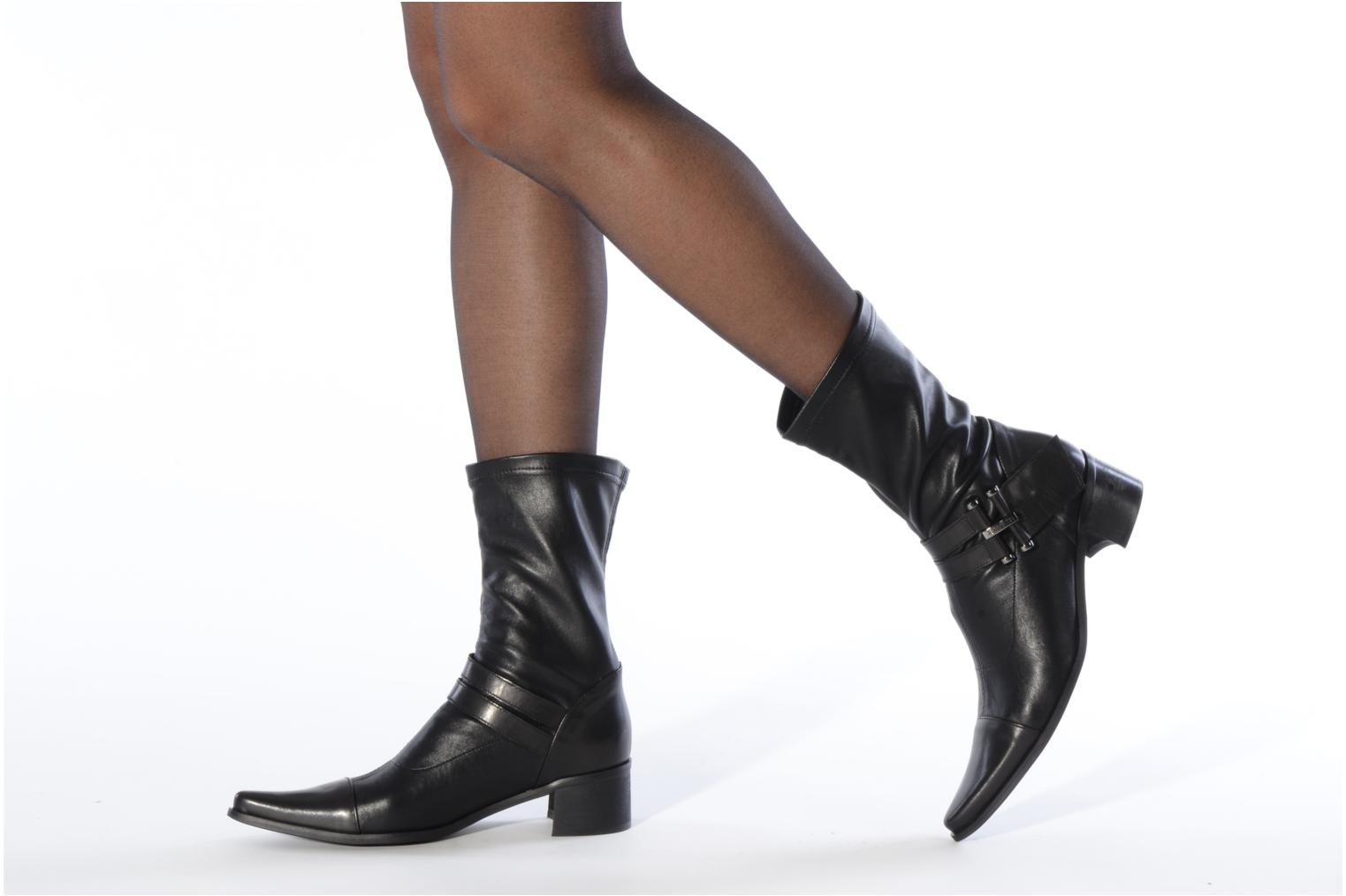 Ankle boots JB MARTIN Bering Black view from underneath / model view