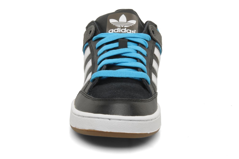 Baskets Adidas Originals Varial st Noir vue portées chaussures