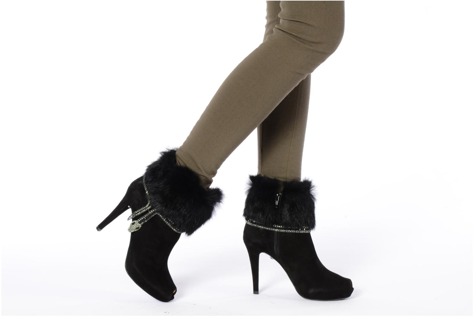 Ankle boots Barachini Serpiento Black view from underneath / model view