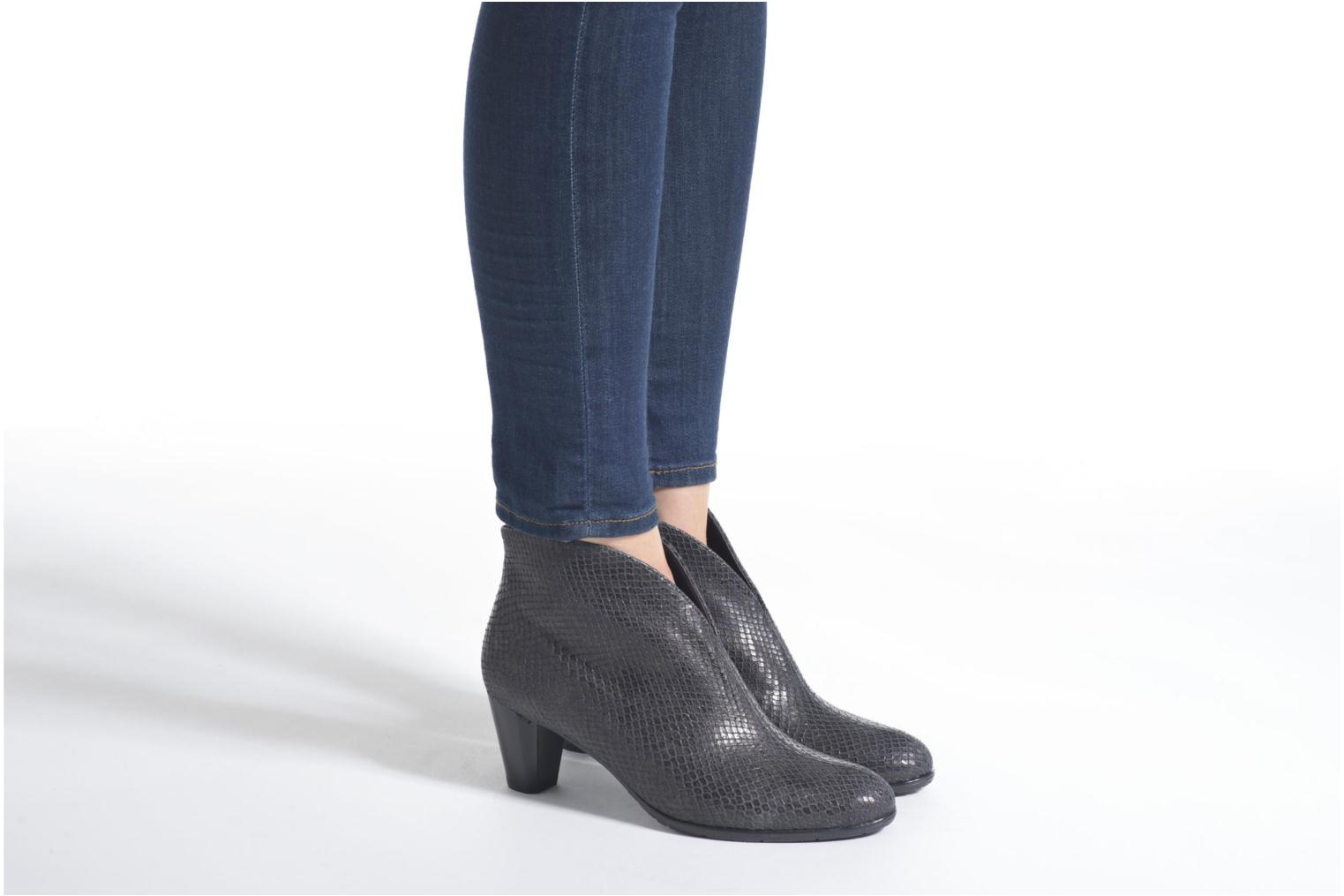 Ankle boots Ara Tol Black view from underneath / model view