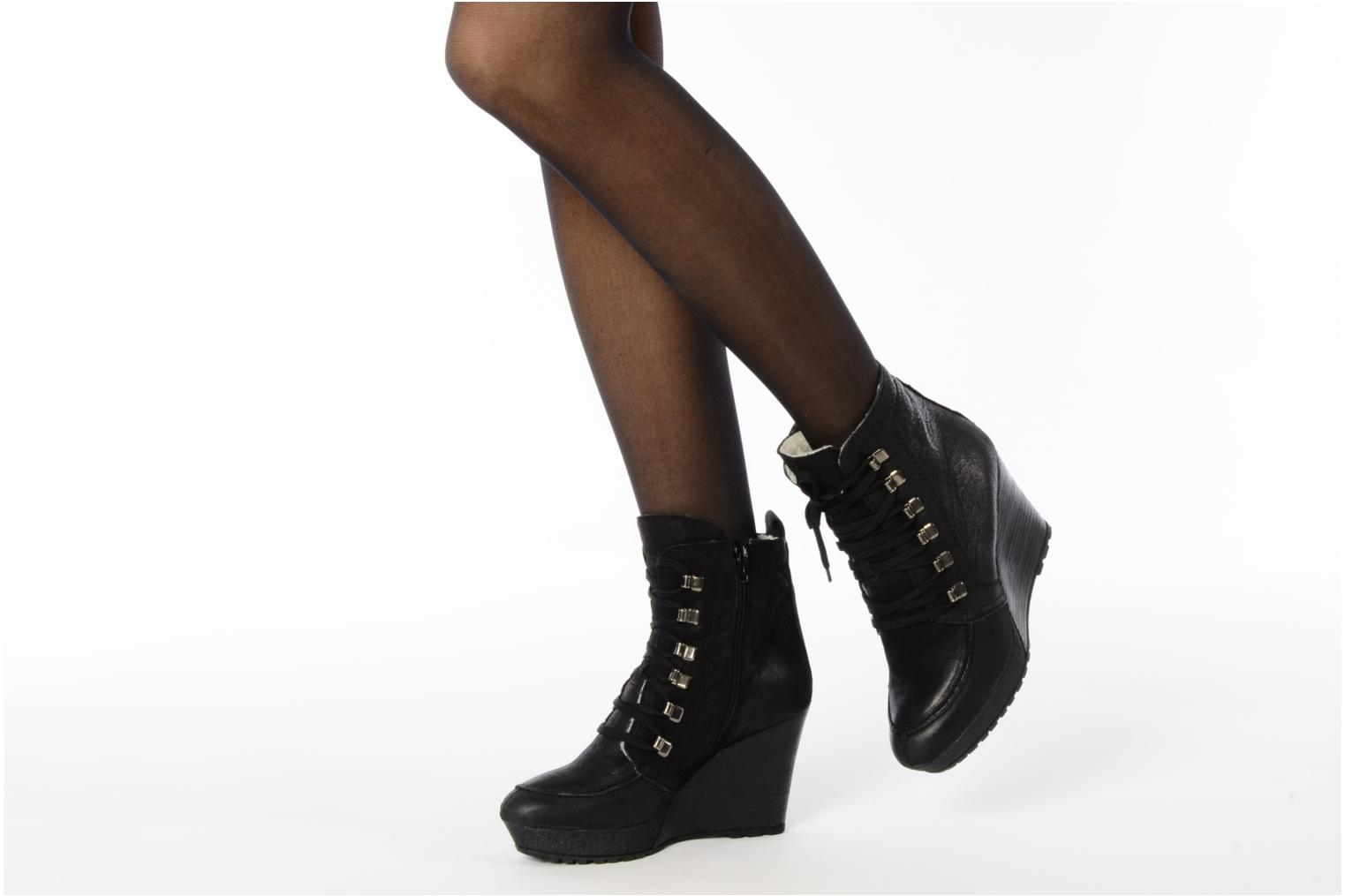 Ankle boots Carvela Sasha Black view from underneath / model view