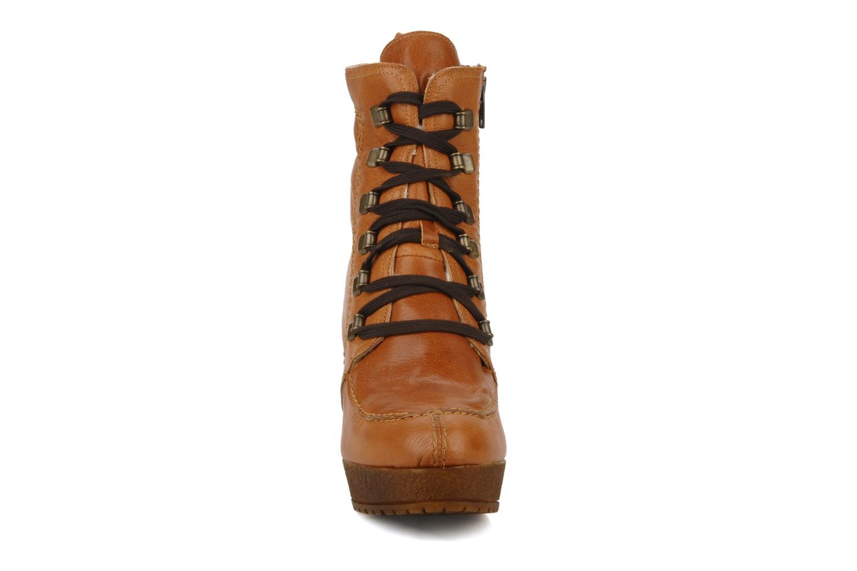 Bottines et boots Carvela Sasha Marron vue portées chaussures