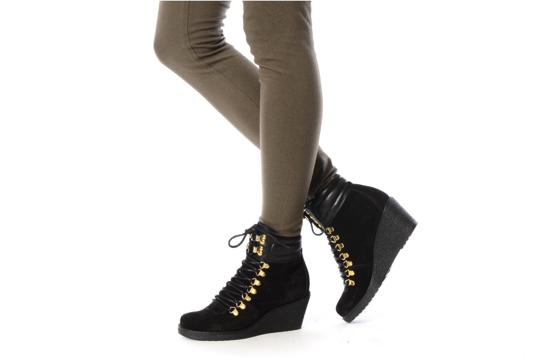 Bottines et boots Carvela Sierra Noir vue bas / vue portée sac